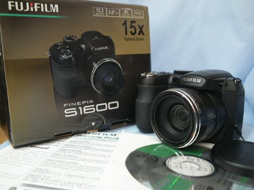 Fujifilm finepix s1600 digital camera 12mp 15x wide for Prix fujifilm finepix s1600